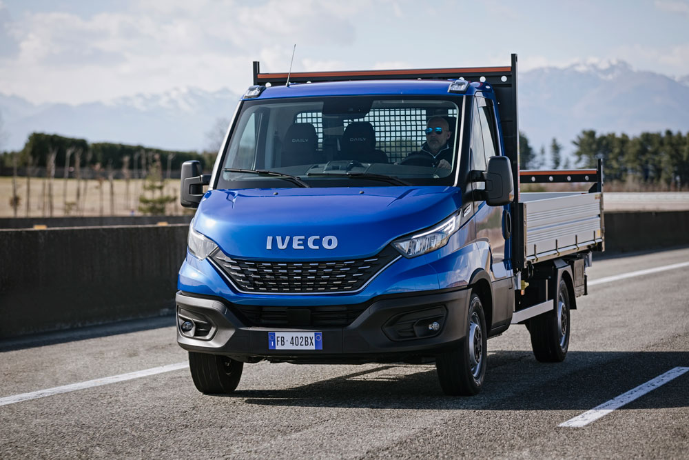 08-IVECO_NewDaily_cab-Tipper