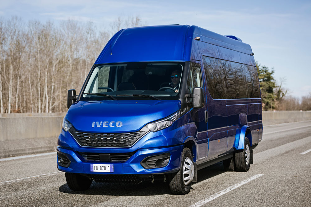 13-IVECO_NewDaily_minibus