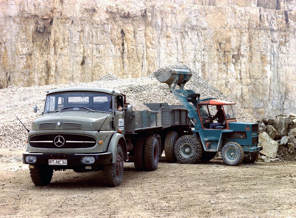 Mercedes-Benz-1620-01
