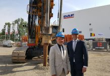Minister-Muyters-and-DAF-President-Wolters-at-the-building-site-of-the-DAF-cab-factory-expansion