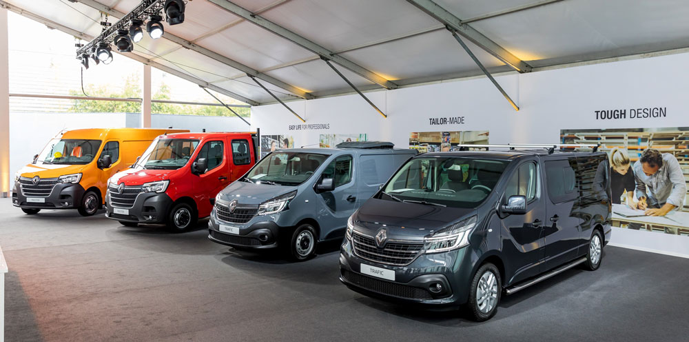 Renault_Light_Commercial_Vehicles_Range-master-trafic-01