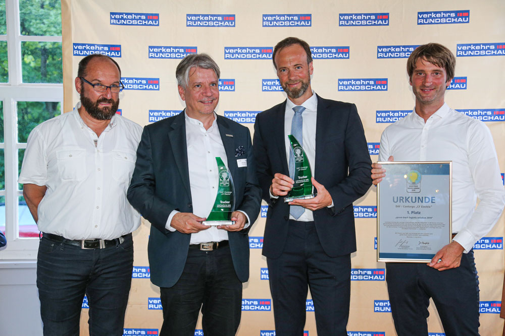 DAF_CF_Electric_wins_Green_Trucks_Award_2019_-_Hand_over_of_the_Award