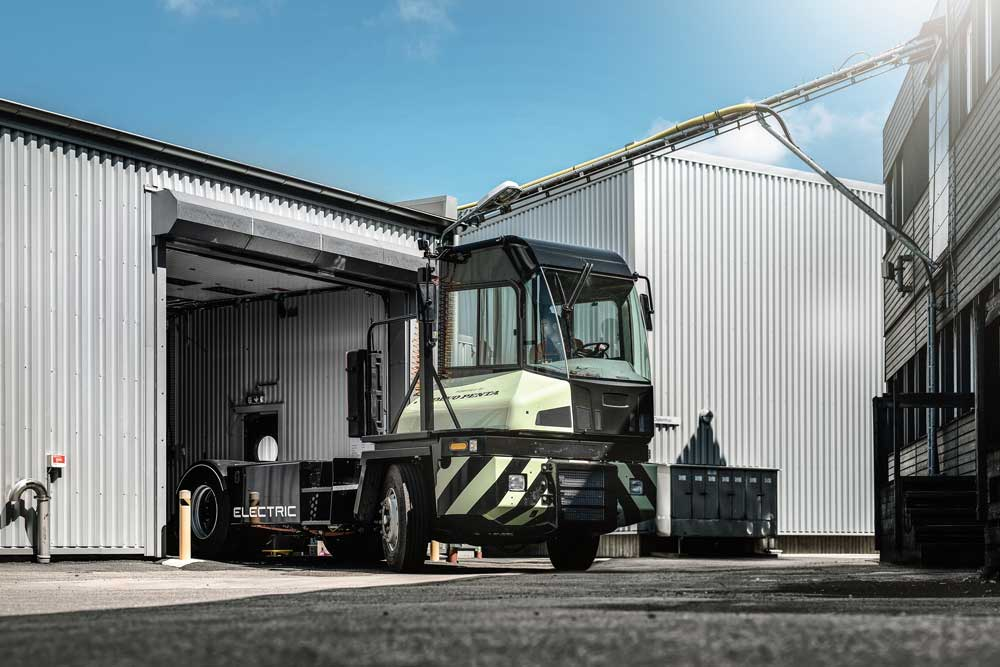 Volvo-Penta-powered-electric-terminal-tractor-to-star-at-TOC-Europe_2