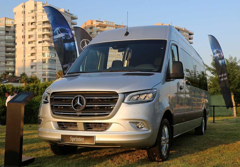 Yeni-Mercedes-Benz-Sprinter-Musterileri-ile-Bulustu-(3)