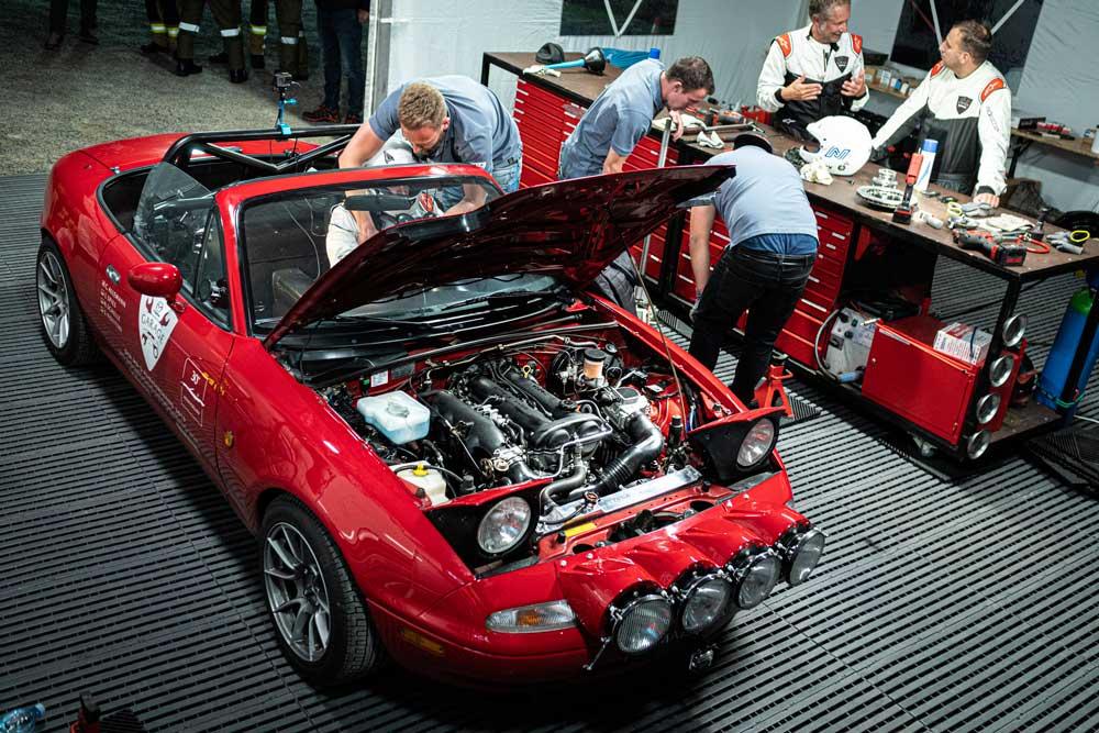 Pirelli_Collezione_Mazda_MX_5_dunya_rekoru__7_