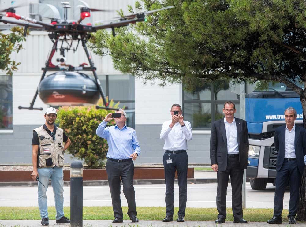 SEAT_and_Grupo_Sese_link_up_via_drone_05_HQ
