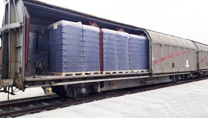 Arkas Lojistik, boş cam şişeleri demiryolu ile taşıyor.
