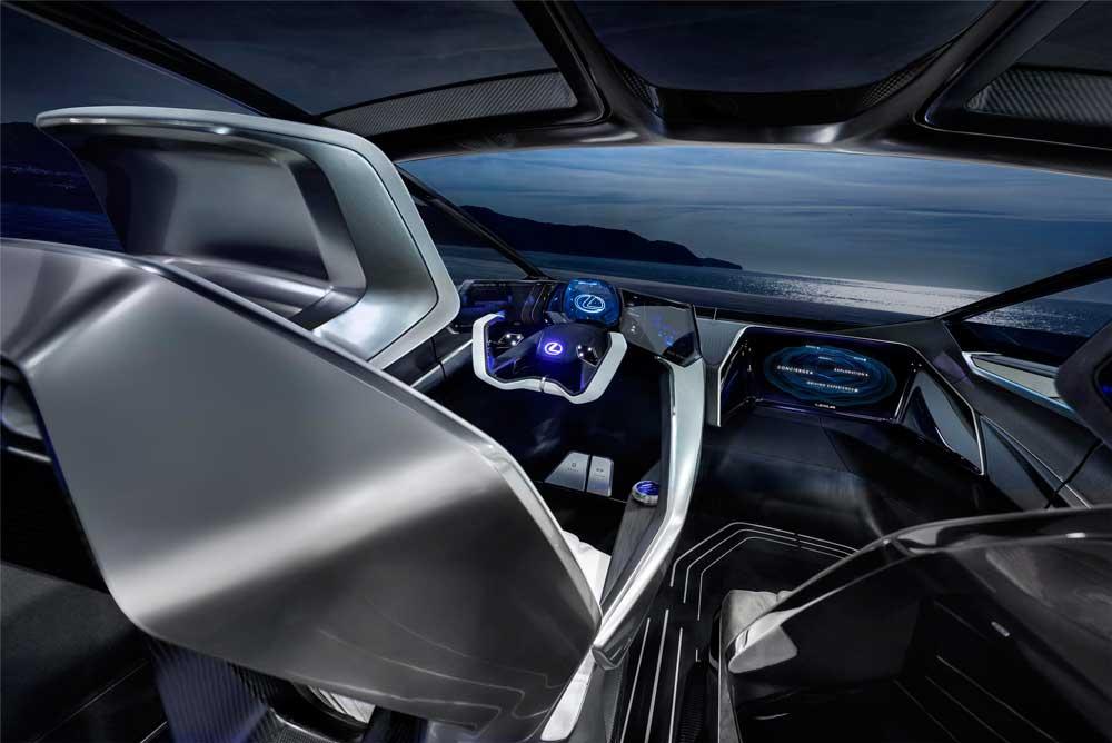 Lexus'un Gelişmiş Postür Kontrol Teknolojisi ise, yüksek torka sahip elektrik motorlarının insan hassasiyetiyle güç dağılımı yapmasını sağlıyor.