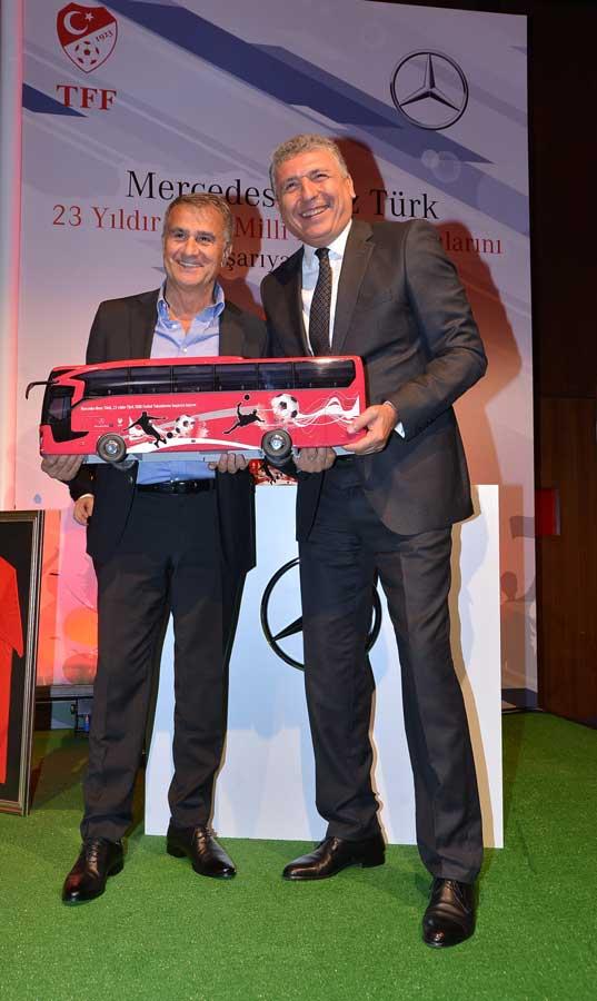 Mercedes-Benz-Turk-Turkiye-Futbol-Federasyonu-imza-Toreni_3