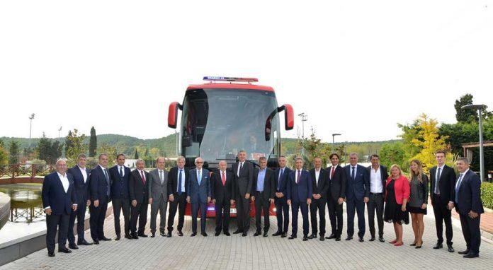 Mercedes-Benz-Turk-Turkiye-Futbol-Federasyonu-imza-Toreni
