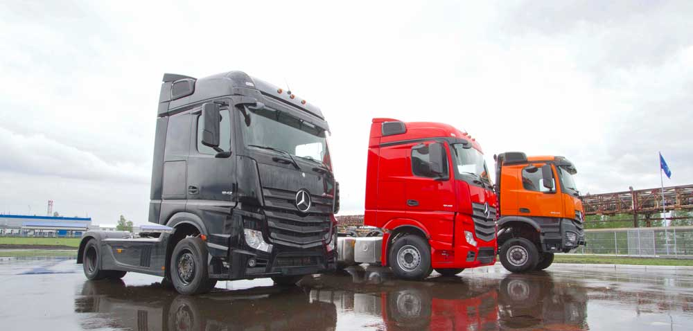 Mercedes-trucks-in-Chelny