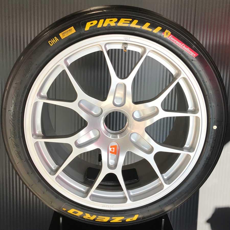 Pirelli, Ferrari 488 Evo aracı donatacak yeni Pirelli P Zero DHA lastiği tanıttı.