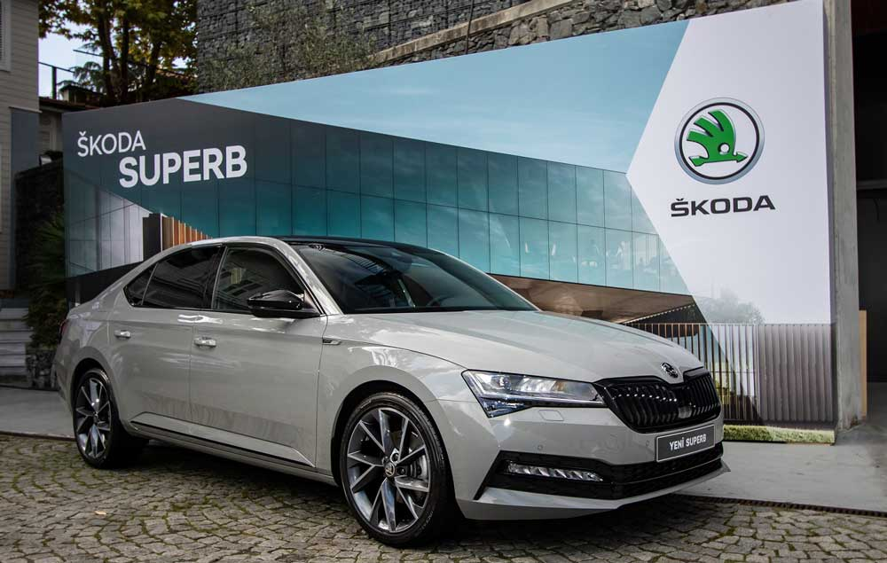 Skoda Superb, Türkiye'de 170 bin 300 TL'den başlayan fiyatlarla satışa sunuluyor.