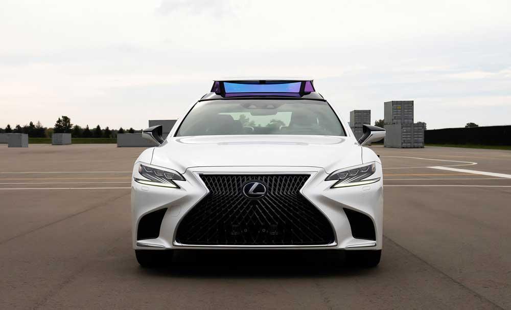 Halka açık alanlarda yapılacak denemede, yasalara göre güvenlik amacıyla sürüş sırasında direksiyonda bir sürücü yer alacak.