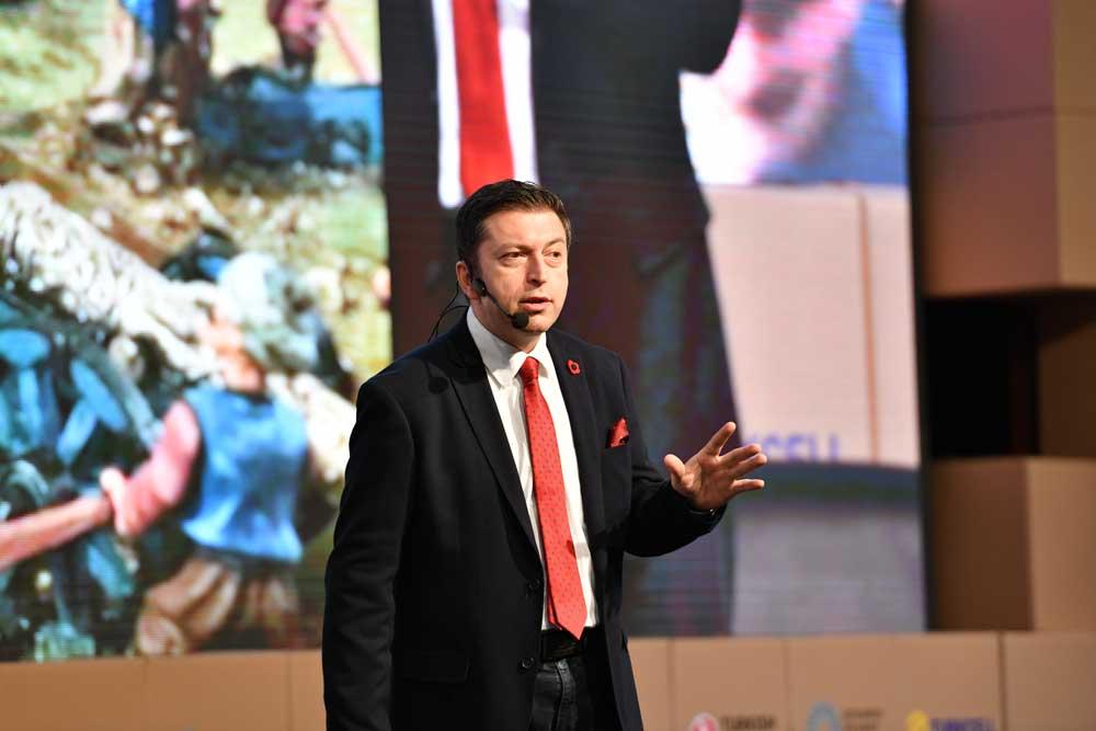 Teknoloji yazarı Serdar Kuzuloğlu