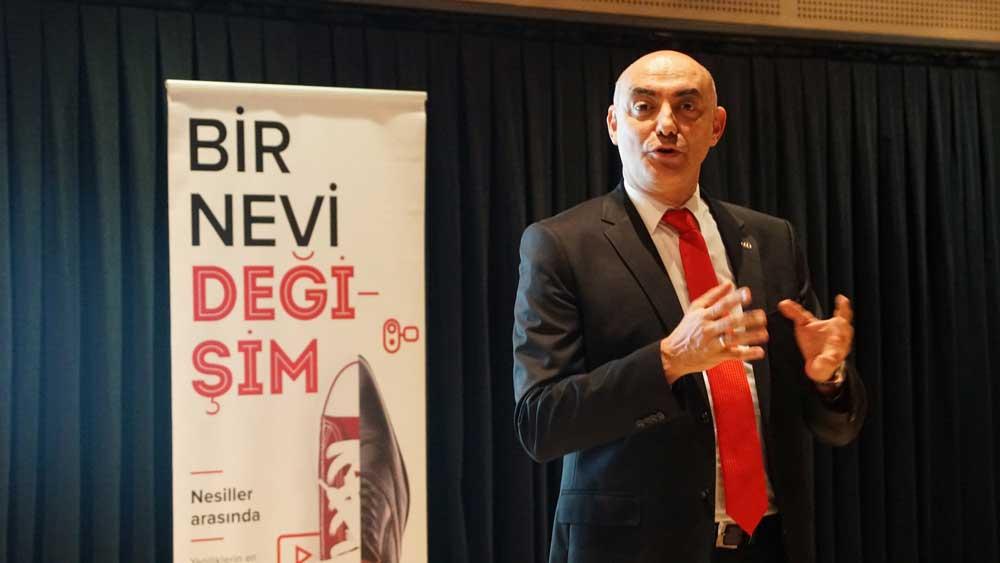 Coskunoz-Holding-CEO'su-A.-Erdem-Acay---Bir-Nevi-Kapanış-Toplantısı