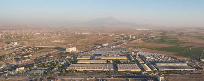 Mercedes-Benz-Turk-Aksaray-Kamyon-Fabrikasi-(01)