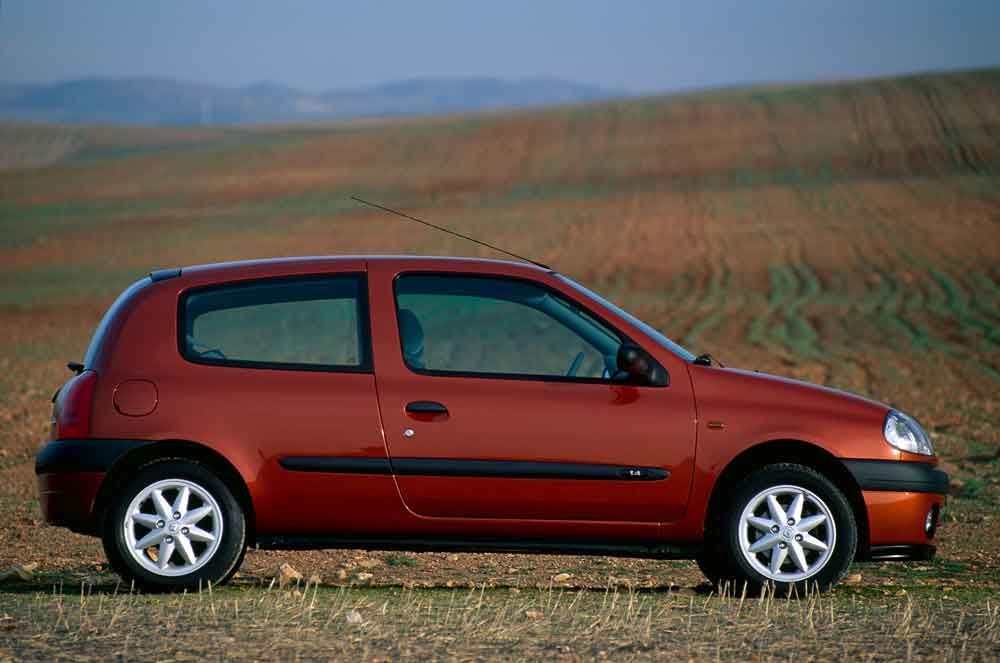 2020-30-years-of-Renault-CLIO-Renault-CLIO-2-(1998-2005)