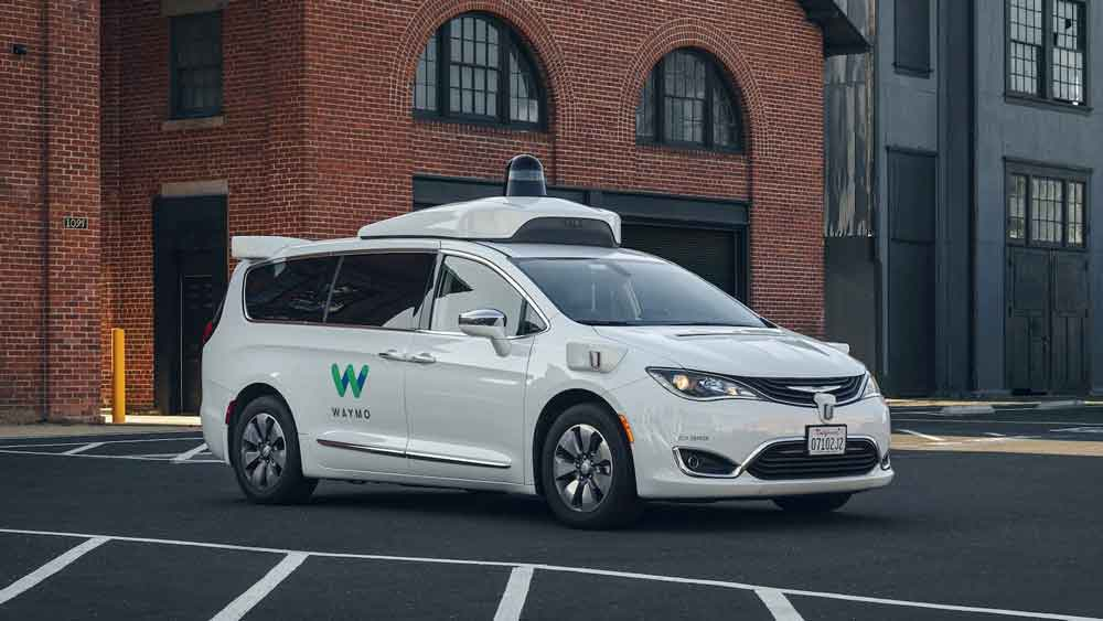 Chrysler-Pacifica-Hybrid-waymo