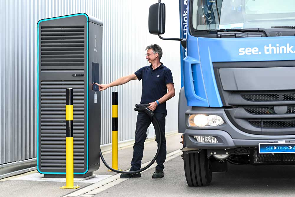 ZF_E-Mobility_CeTrax_Truck_Charging