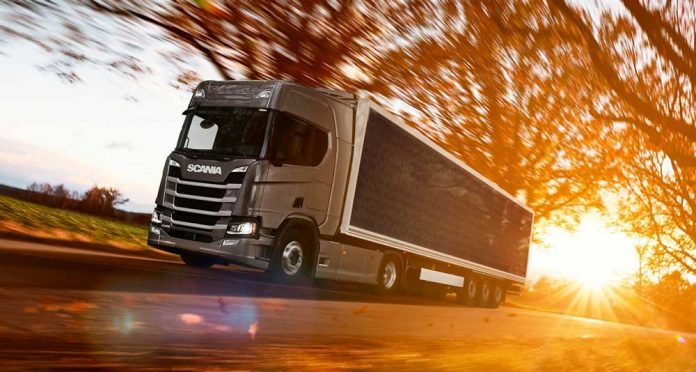 scania-Truck-trailers-with-solar-panels-can-save-fuel
