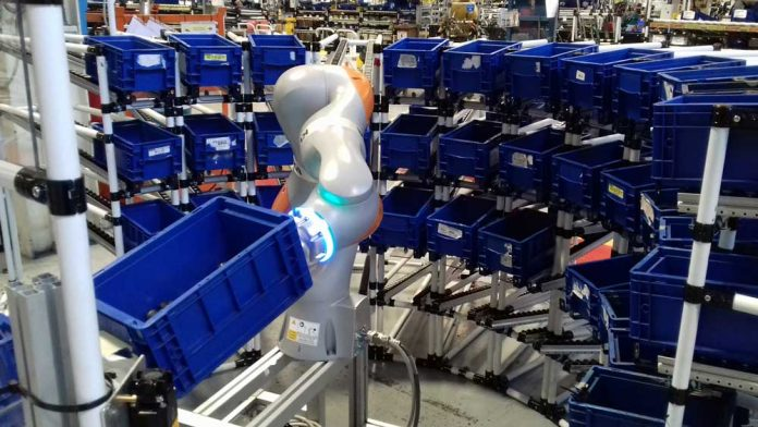 cnh_Cobot_at_work_in_the_Brescia_Plant_Image