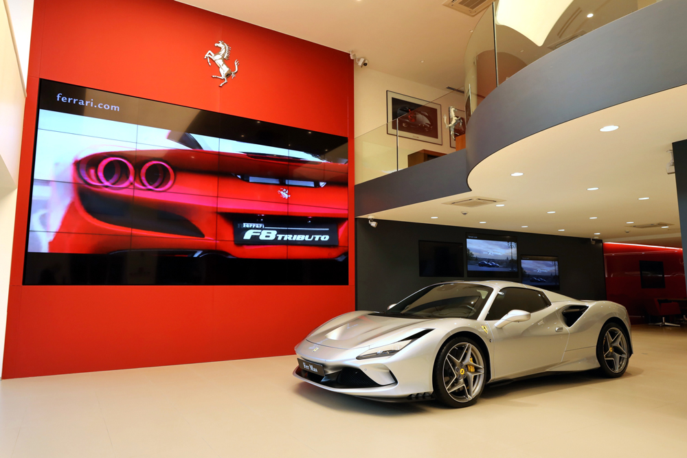 Ferrari-Showroom-02