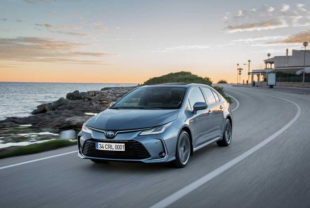 Toyota-Corolla-Hybrid-01