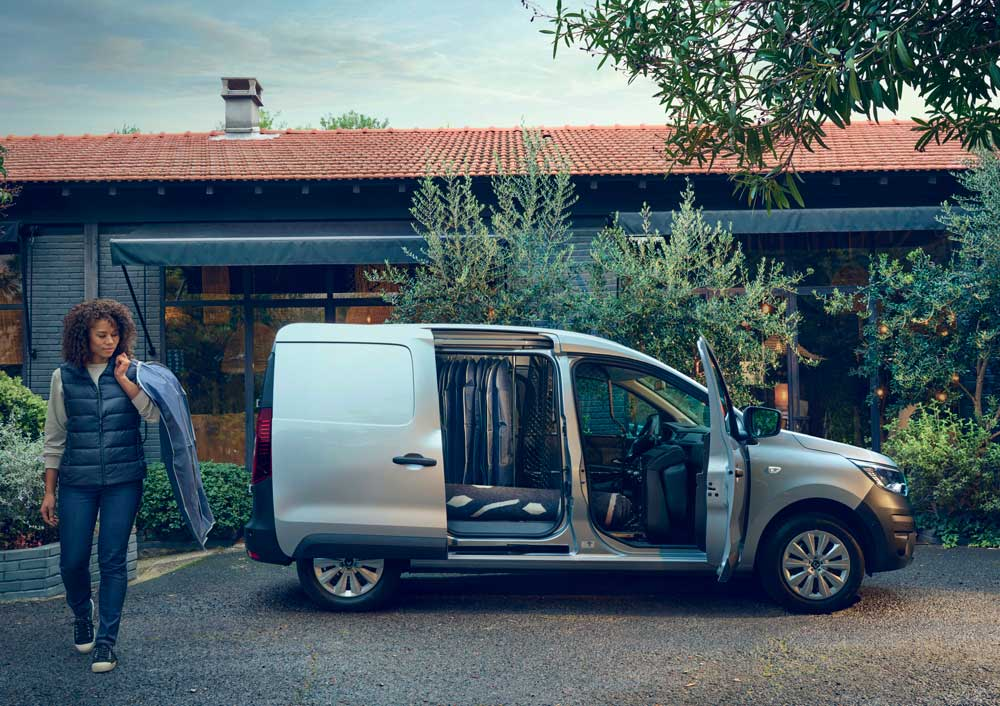 New_Renault_Express_Van_on_location__1_