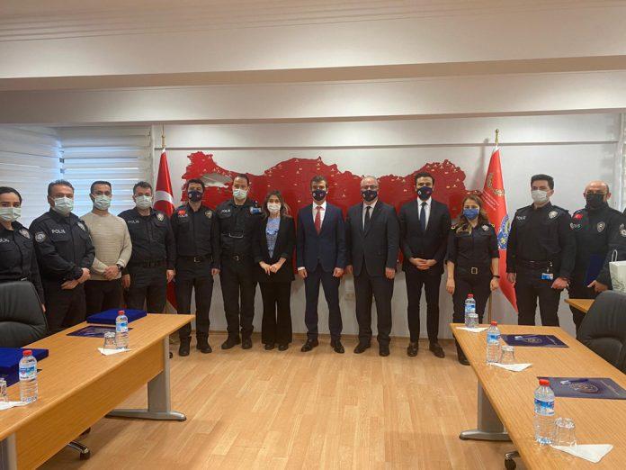 und-batrovci-sinir-kapisi-nda-gorev-yapan-turk-polisleri-ile-bir-araya-geldi