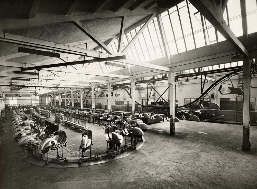 Vespa-Pontedera-Fabrikasi-1950