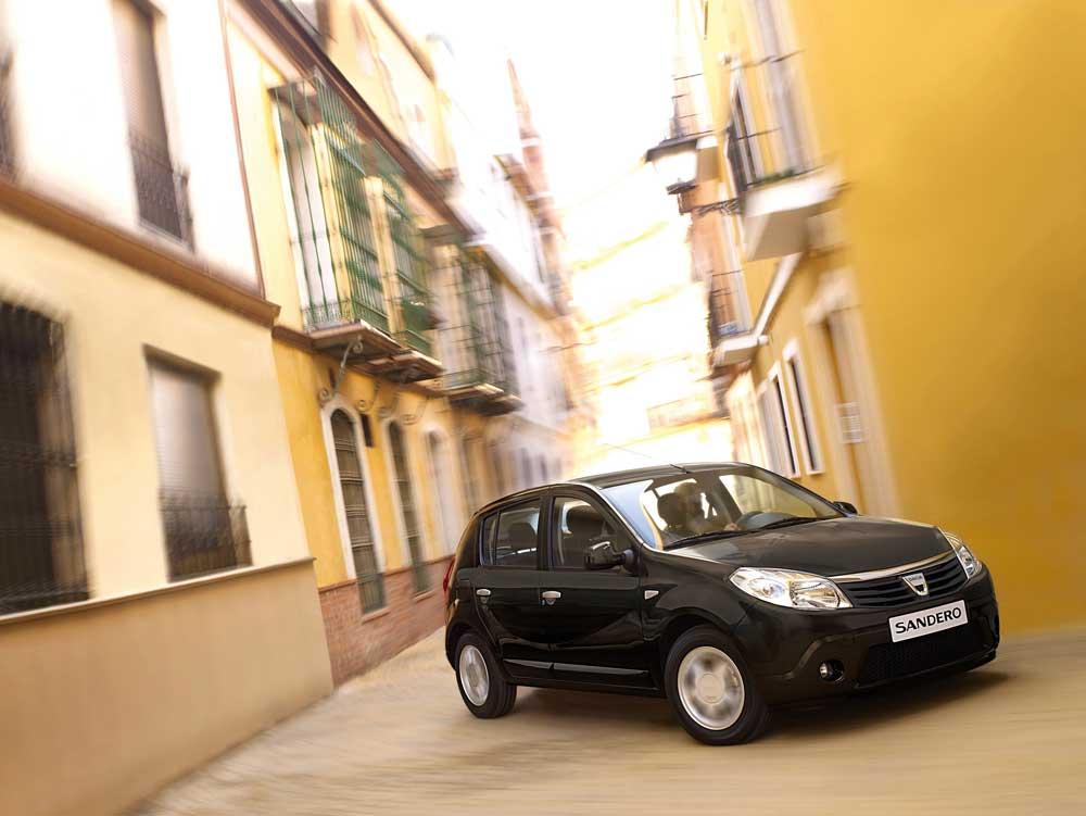 Dacia_SANDERO-2008