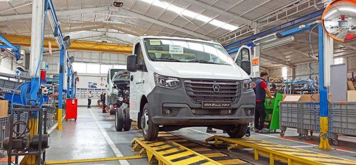 GAZ Türkiye, Sakarya'daki montaj hattında Euro 6 Cummins 2.8L (170 hp) motorlu yeni GAZelle NN'nin seri üretimine başladı.