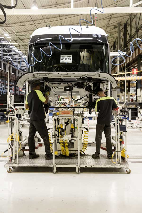 Renault-Trucks-Bourg-en-Bresse-plant_01