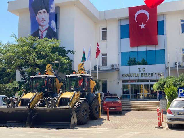 TurkTraktor_Armutlu_Belediyesi__isMakineleri_Teslimat