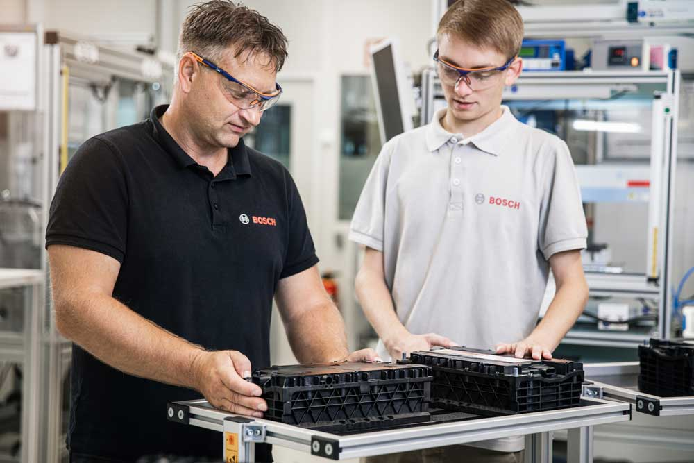 bosch-employees_at_prototype_production