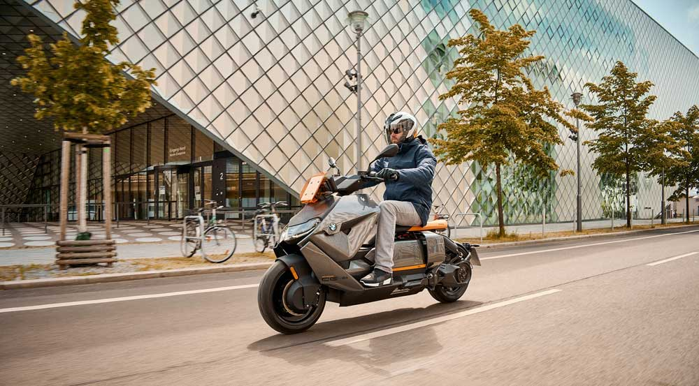 Yeni_BMW_Motorrad_CE_04